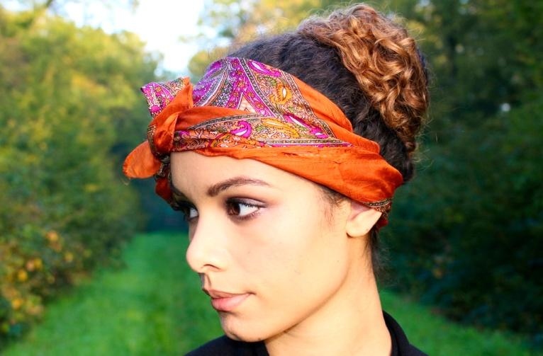 4-manieres-de-porter-un-foulard-dans-ses-cheveux-1