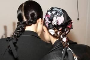 coiffure-avec-foulard-natte